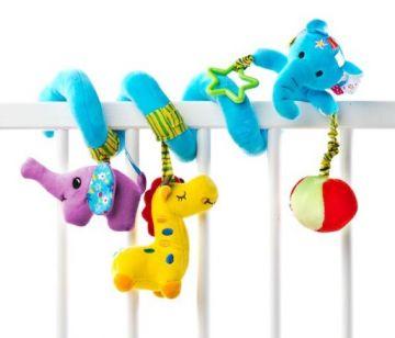 Pakabinamas žaislas kūdikio vežimui